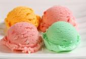 Naravne jedilne barve lahko uporabljate tudi za obarvanje sladoleda!