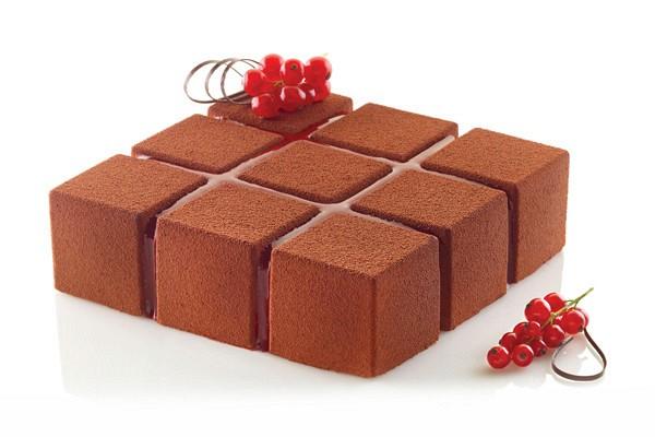 Silikonski model za torto je odličen pripomoček za profesionalno ali domačo uporabo!