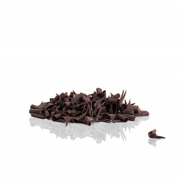Čokoladni ostružki so dodatki za torte, ki jih lahko kupite ali naredite sami.
